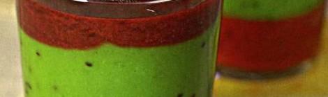 Многослойный смузи с медом, клубникой, яблоком и имбирем